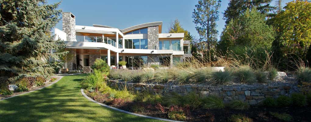 outdoor living - contemporary home with strong indoor - outdoor plan
